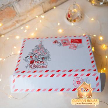 Новогодний набор с тремя сырами, фигурным шоколадом и набором соусов к сыру